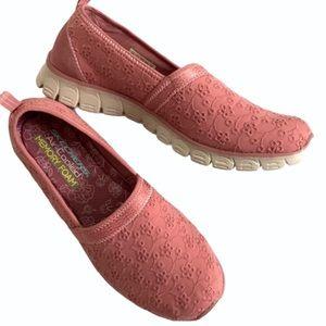 EUC Skechers shoes